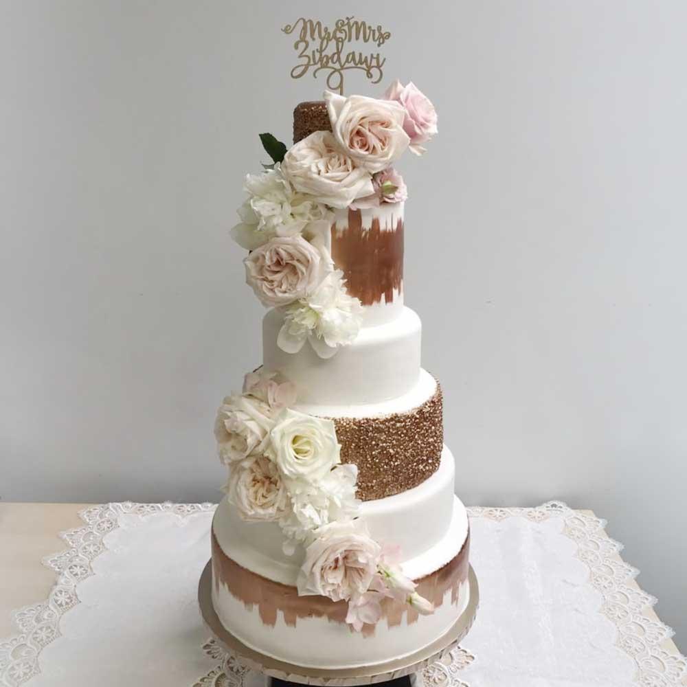Wedding Cake Toppers Dubai: Custom Wedding Cake Topper